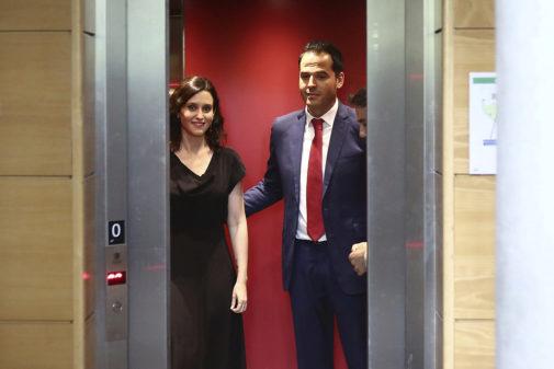 Ignacio Aguado (Cs), junto a Isabel Díaz Ayuso (candidata a la...