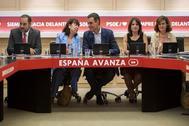 Pedro Sánchez, ayer, en la reunión de la Ejecutiva socialista, junto a José Luis Ábalos, Cristina Narbona, Adriana Lastra y Carmen Calvo.
