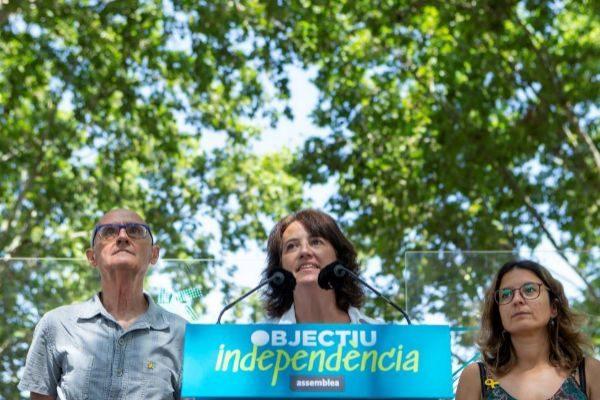 GRAFCAT1915 BARCELONA 5/7/2019.- El vicepresidente de la Asamblea Nacional Catalana (ANC), Pep Croanyes (i) acompañado por la presidenta de ANC, Elisenda <HIT>Paluzie</HIT> (c), y por Montse Ortiz (d), de la asociación Omnium Cultural, durante la presentación hoy en Barcelona del recorrido de la manifestación de la Diada del próximo 11 de septiembre.