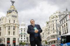 Carlos Aganzo, en la Gran Vía de Madrid.