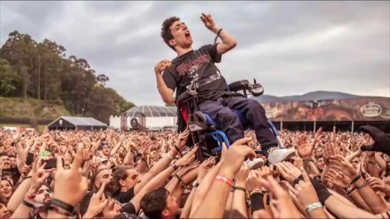 El Resurrection Fest de Lugo, viral por cómo el público ayudó a Álex a ver los conciertos