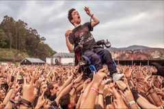El Resurrection Fest, viral por cómo el público ayudó a un joven en silla de ruedas