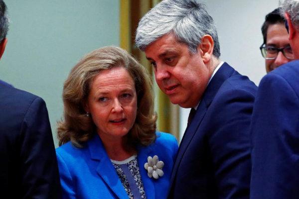 Nadia Calviño junto al presidente del Eurogrupo, Mario Centeno, hoy en Bruselas.