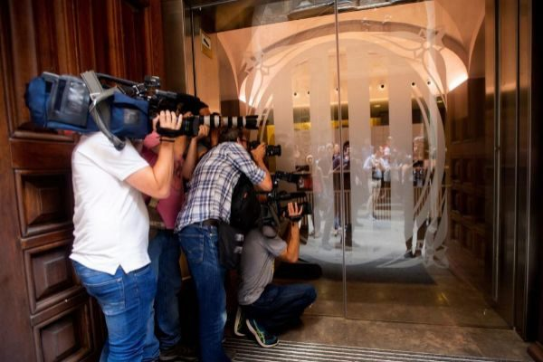 GRAFCAT2063. BARCELONA.- Los medios de comunicación intentan captar...
