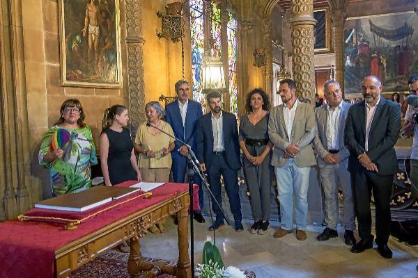 El equipo de gobierno del Consell, con las dos vicepresidentas y los sietes conselleres ejecutivos, ayer durante el acto de toma de posesión.