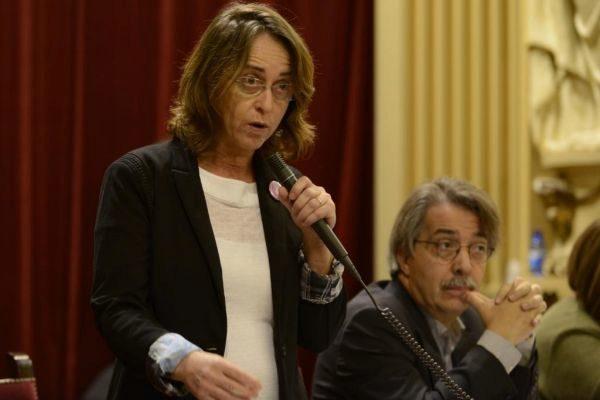 Olga Ballester y Xavier Pericay en el Parlament.