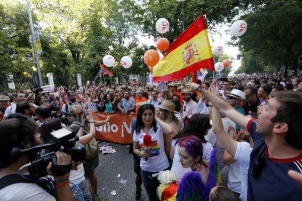 La cabecera de la comitiva de Ciudadanos, en un momento del desfile.