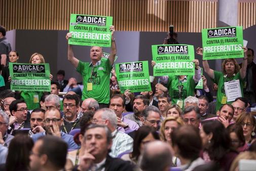 Afectados por las preferentes protestan contra Bankia en una imagen de archivo.