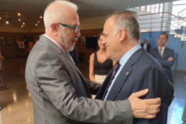 Sánchez Maldonado saluda a Javier Tebas en Málaga.
