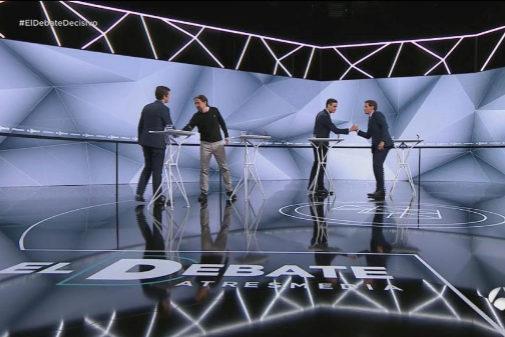 Los líderes se saludan antes del debate televisivo en Atresmedia en...