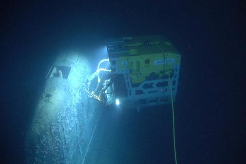 Un robot examina los restos del submarino soviético 'Komsomolets'.