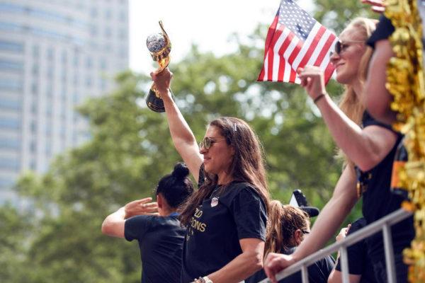 Estado de Nueva York prohíbe la brecha salarial de género por ley