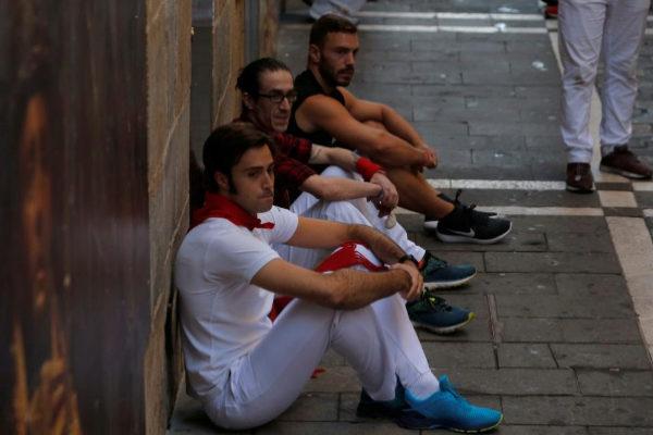 Quinto encierro de San Fermín: la insólita sentada de los corredores contra la organización