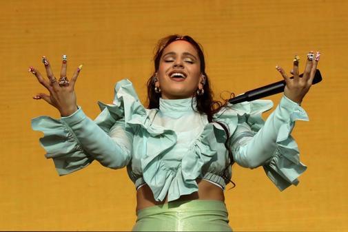 Rosalía actúa durante la fiesta de bienvenida del festival Mad Cool.