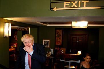Todos contra Johnson por la 'traición' al embajador fulminado por  Trump