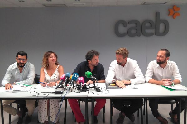 En el centro de la imagen, Toni Gayà, presidente de la Asociación Balear de Servicios Inmobiliarios (ABSI).