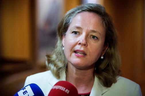 La ministra de Economía en funciones, Nadia Calviño, en declaraciones a los medios de comunicación en la sede del Ministerio hace una valoración sobre las previsiones de crecimiento del PIB e inflación de España.