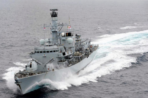 La fragata HMS Montrose , durante unos ejercicios en el Mediterráneo.