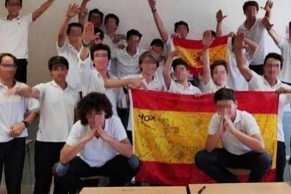 La polémica fotografía de los alumnos del colegio Llaüt haciendo el saludo nazi.