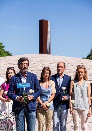 El presidente del PP de Álava Iñaki Oyarzábal en el acto de recuerdo de Miguel Ángel Blanco en Vitoria.