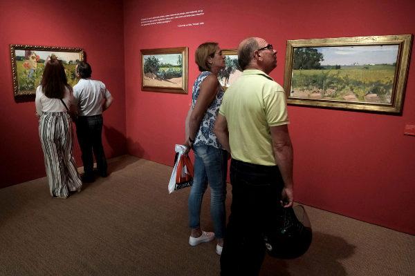 Visitantes en una de las salas dedicadas a la exposición de Sorolla.