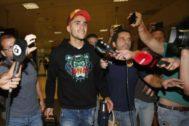 Maxi Gómez al llegar al aeropuerto de Manises.