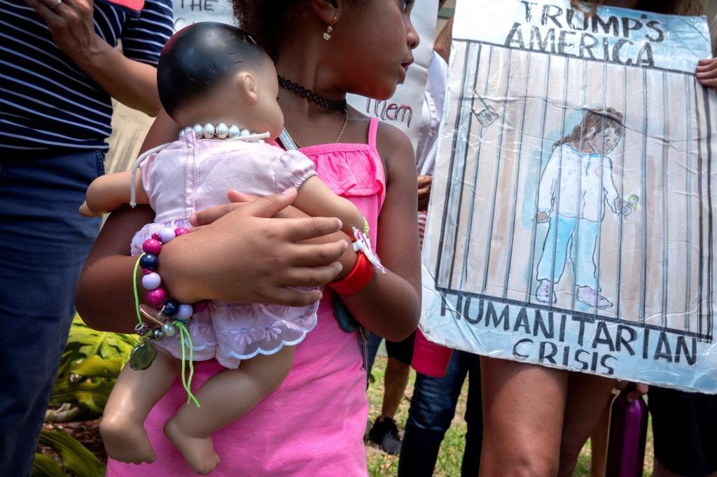 Madres urgen al senador Marco Rubio a hablar con Trump sobre los menores inmigrantes detenidos