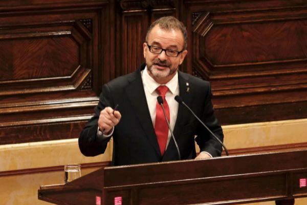 El conseller d'Afers Exteriors en el Parlament