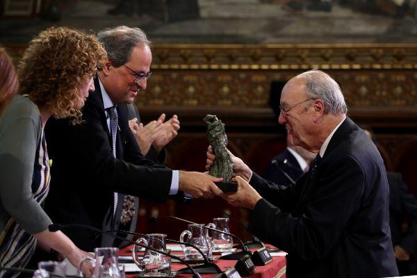 Imagen de la entrega del premio al letrado Gil Matamala