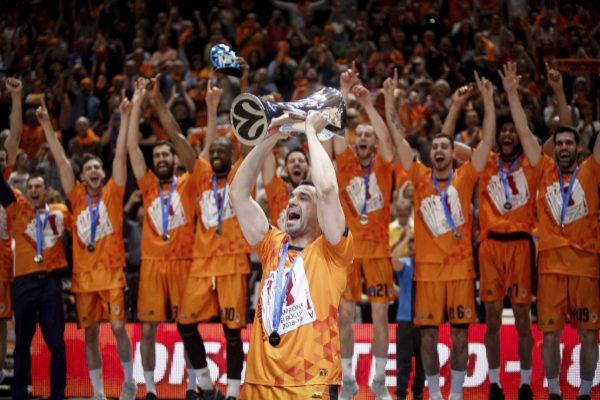 Rafa Martínez levanta la Eurocup 2019 para Valencia Basket