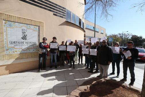 La biblioteca de la calle Rafalafena sufre de falta de personal desde hace diez años, según la CGT.