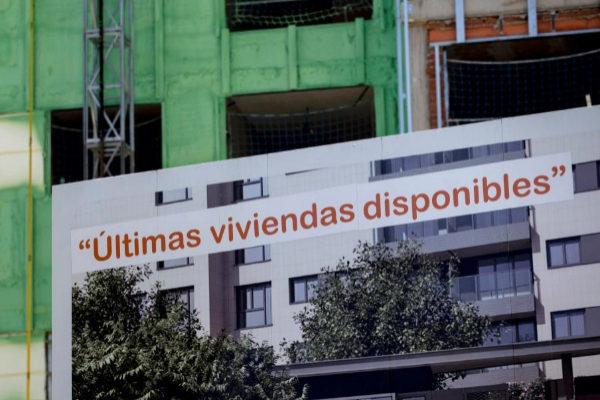 Edificio con viviendas en venta en Madrid.