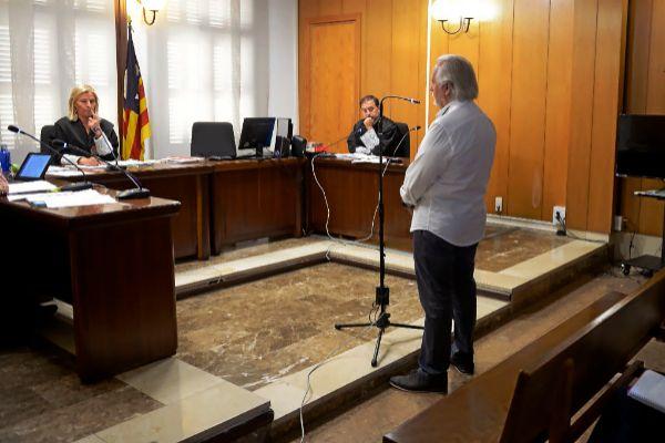 Bartolomé Cursach, durante el juicio celebrado por insultar al juez que le investigaba.
