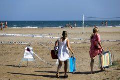 Playa de la Pobla de Farnals el día después del cierre de la playa.