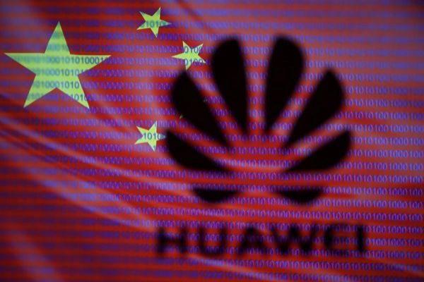 El logo de Huawei sobrepuesto en la bandera china.