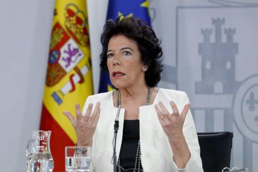 Isabel Celaá, anunciando que el Gobierno ha solicitado a Francia la...