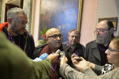 Koldo Martin, Daniel Trujillano y Juanjo Celorio atienden a los medios de comunicación en las Juntas de Álava.