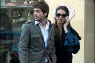 Carlos Guerrero Ruiz-Mateos camina junto a su ex novia, la modelo Marisa Jara, en 2008