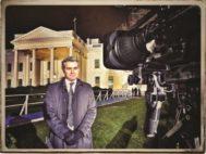 Jim Acosta, frente a la Casa Blanca, a punto de entrar en directo.
