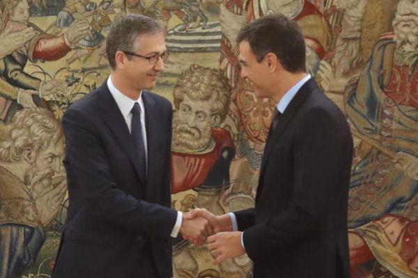 El gobernador del Banco de España, Pablo Hernández de Cos, y el presidente del Gobierno, Pedro Sánchez.