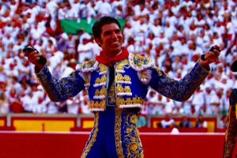 Pamplona corona a Cayetano en la apoteosis de Cuvillo
