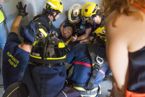 """La vida al límite de los bomberos antisuicidios: """"El chico dijo: 'Gracias tío, pero adiós'. Y se tiró"""""""
