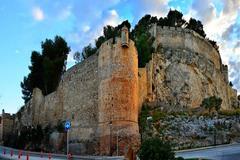 Torreón del castillo de Dénia desde donde cayó la madre y el bebé.