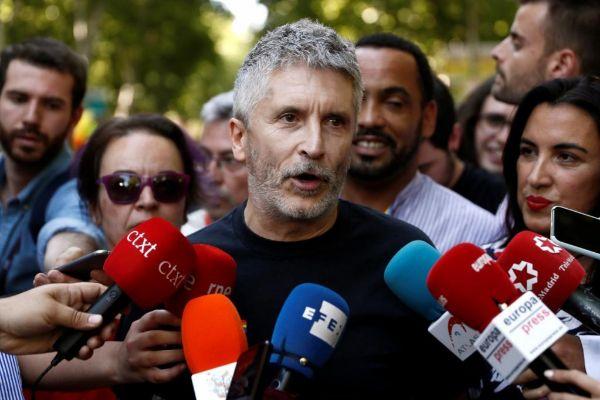 El ministro del Interior en funciones, Fernando Grande Marlaska, ofrece declaraciones a los medios de comunicación momentos previos a la manifestación del Orgullo 2019.