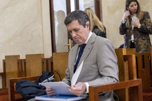 Jaume Matas sentado en el banquilloel pasado mes de marzo