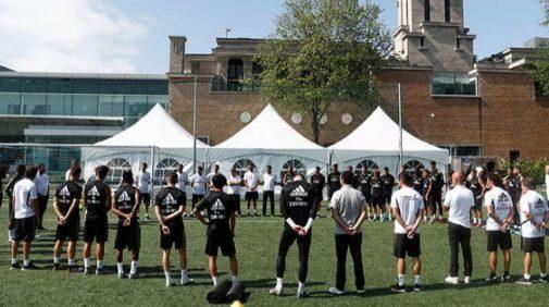 Los jugadores del Real Madrid, durante el minuto de silencio en Montreal.