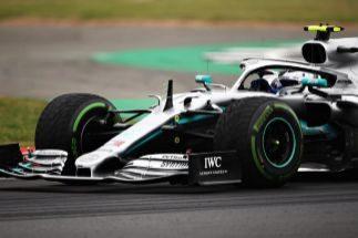 Bottas roba a Hamilton el caramelo de la 'pole' en Silverstone