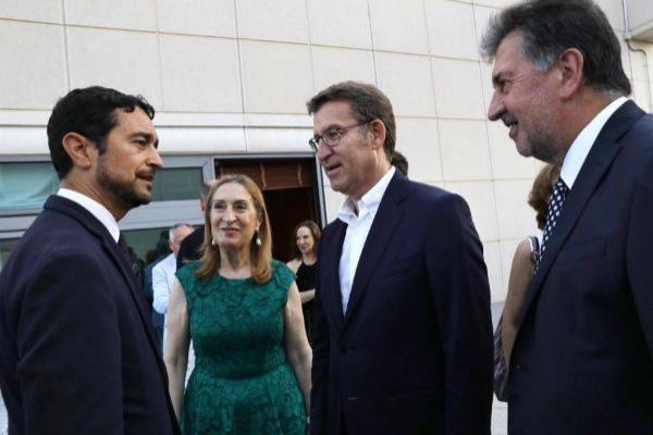Alberto Núñez Feijóo y Ana Pastor, en una reunión con empresarios gallegos en Barcelona.