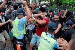 Choques entre opositores y Policía junto a la línea divisoria del área que controla Pekín