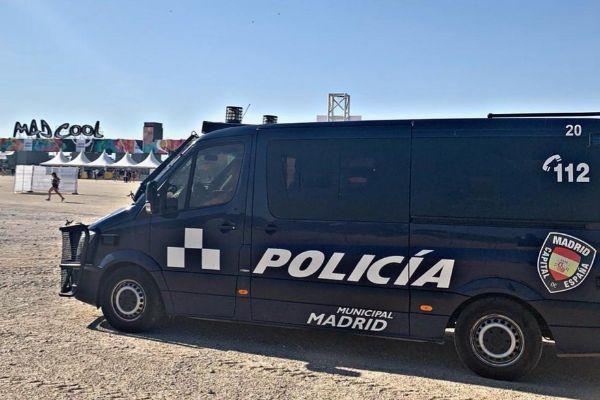 Un coche de la Policía Municipal durante el festival.
